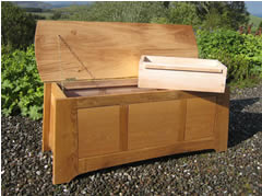 Blanket chest in oak and ash